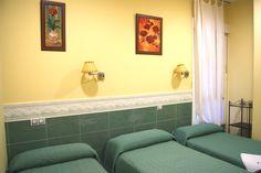 Habitación triple. Wifi, secador, armario, cuarto de baño, Tv de plasma, aire acondicionado, calefacción.