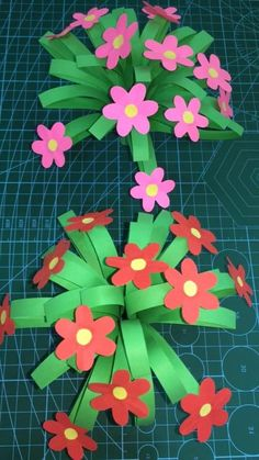 paper flower tutorial DIY Paper Flower Tutorials and Templates You Can Make At Home - - Paper Flowers Craft, Paper Crafts Origami, Easy Paper Crafts, Flower Crafts, Diy Paper, Paper Art, Diy Flower, Flower Paper, Gold Paper