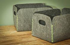 DIY storage baskets made of felt carpet (tutorial in Portuguese: http://www.casadecolorir.com.br/2012/05/guarda-tralha-de-carpete.html#)