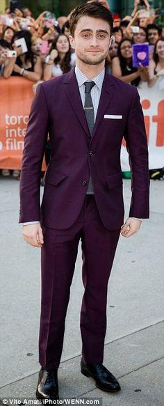 Awwwww, Harry in plum! Cute!