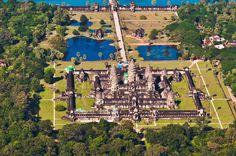 Angkor_Wat_Aerial_View_Siem_Reap_Cambodia_2011.jpg (2048×1360)
