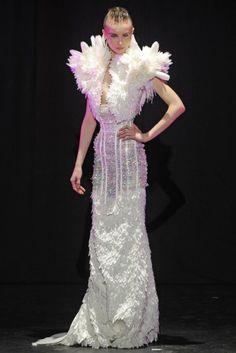 Serkan Cura - On perçoit l'influence Jean Paul Gaultier (sexy, tailles serrées, corsets) Le style de Serkan pourrait se traduire par une ultra-féminité.