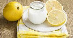 İşte limonlu yoğurt kürü, yağ yakarak zayıflama sürecini hızlandırarak 3-4 haftada 6-7 kilo vermenizi ve göbeğinizdeki yağlardan kutulmanızı sağlayacaktır.   Limonlu yoğurt kürü nasıl yapılır?  Malzemeler: -Yarım limon, -3 yemek kaşığı az yağlı yoğurt, -Yarım çay kaşığı kadar zerdeçal, Zerdeçal, özellikle karaciğerde birikmiş olan yağların yakılmasında ve karaciğer fonksiyonlarının düzenlenmesinde çok etkili bir baharattır. Zerdeçal bulamadıysanız kürü 1 çay kaşığı hakiki pulbiber ile de…