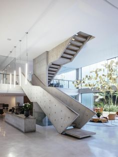 located in the jardins neighborhood in são paulo, brazil, the three level of the loducca agency by triptyque architecture is structured by a strong vertical element - the staircase. Interior Stairs, Interior Exterior, Room Interior, Exterior Design, Stairs Architecture, Interior Architecture, Fashion Architecture, Parametric Architecture, Home Modern