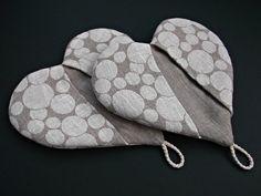 Hot pot holder Heart shape linen oven mitt light by MadebyInese