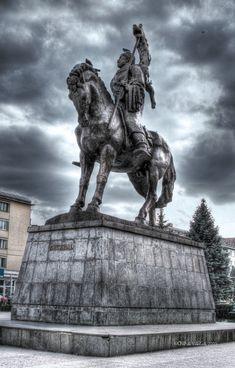 Statue of Decebal, Deva, Romania History Of Romania, Romania People, King City, Native Country, History Page, Danube River, Fantasy Paintings, Horse Art, Best Artist