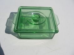 VINTAGE GREEN DEPRESSION GLASS BUTTER DISH BOX SHAPE WITH LID