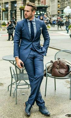 Vége a hosszú hétvégének jön az öltöny és a nyakkendő. Én ehhez a kék szetthez inkább konyak barna cipőt húztam volna. #TSL #mensfashion #menstyle #tslstyle