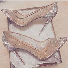 Günaydın  #cindirellashoes #bride #bridebouquet #bridegown #bridesgown #bridesfashion #bridesmaids #braidveil #weddingdress #weddinghair #weddingday #bridetobe #bridethings #gelinlikmodelleri #gelinçiçeği #gelinlik #aksesuar #gelinleriçin #fikir #bridals #bridal #bridalwear #bride #bridedress #shoes #brideshoes #weddingshoes #weddingcake #düğünayakkabısı