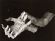 amazing hands. delicate but so powerful. photo by her husband Alfred Stieglitz. Georgia O'Keeffe (1887-1986)