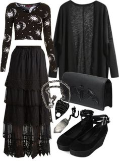 Top Gothic Fashion Tips To Keep You In Style. As trends change, and you age, be willing to alter your style so that you can always look your best. Consistently using good gothic fashion sense can help Fashion Mode, Dark Fashion, Gothic Fashion, Boho Fashion, Fashion Outfits, Womens Fashion, Modern Witch Fashion, Fashion Stores, Fashion 2018