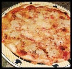 Pizza casera con tomate, bacon y queso. Tahona Artesanal Gourmet Bilbao.