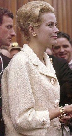 Grace Kelly. Class, style and beauty. Today we have Kardashians. God help us.