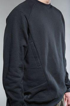 Techwear sweatshirt with hidden side pocket Mode Masculine, Sport Style, Urban Fashion, Men's Fashion, Fashion Design, Fashion Trends, Style Sportif, Mens Activewear, Future Fashion