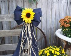 Wired denim bow sunflowers pew bow sunflower wedding navy et Wedding Tips, Trendy Wedding, Fall Wedding, Rustic Wedding, Wedding Navy, Wedding Church, Wedding Ceremony, Dream Wedding, Church Aisle Decorations