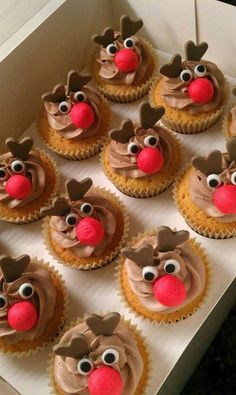 creative cupcakes … just in case the decorating ideas run out … – kids baking ideas Reindeer Cupcakes, Holiday Cupcakes, Holiday Baking, Christmas Desserts, Holiday Treats, Christmas Cupcakes Decoration, Raindeer Cake, Christmas Recipes, Gingerbread Cupcakes