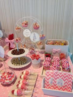 Mesa Chuches Comunión Candy Table, Candy Buffet, Comida Para Baby Shower, Ideas Para Fiestas, Holiday Parties, Sweet 16, Christmas Holidays, Catering, Baby Shower Parties