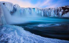Wasserfall gefroren (Island)