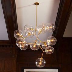 Les lustres bubble branching (branche de bulles) de Lindsay Adelman sont extraordinaires par leurs formes et leurs présences. La signature esthétique du studio New-yorkais est née avec la sortie de...