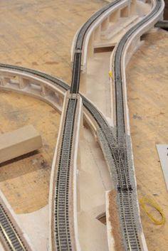 N Scale Layouts, Model Railway Track Plans, Ho Model Trains, Train Table, Model Train Layouts, Train Tracks, Railroad Tracks, Planer, Diorama