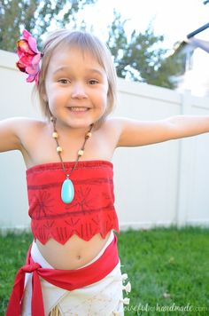 Create the perfect princess Halloween costume with this easy DIY Moana costume. This easy to make Halloween costume is perfect for your island princess. Moana Costume Diy, Moana Halloween Costume, Chic Halloween, Halloween Costume Contest, Couple Halloween Costumes, Diy Costumes, Moana Outfits, Crochet Toddler, Princess Costumes