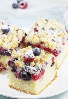 jogurtowe Ciasto jogurtowe z owocami i kruszonką. Yoghurt cake with fruit and crumble.Ciasto jogurtowe z owocami i kruszonką. Yoghurt cake with fruit and crumble. Polish Desserts, Cookie Recipes, Dessert Recipes, Food Cakes, Sweet Cakes, Savoury Cake, How Sweet Eats, Food Design, Clean Eating Snacks