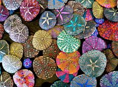 wow....very, veryyyyyyyyyyyyyy cool & sooooo colorful!!! A great painting project for bored kids and would be perfect as a centerpiece, mounted & glued inside a picture frame (like a shadowbox) on ceramic pots.....or even hang as windchimes. LOVE IT