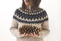 Grainline Studio   Icelandic Sweater   Photo by Julia Stotz
