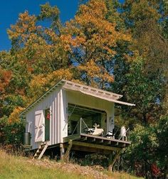 Let's build a cabin in the woods. Architect Jeffery Broadhurst's off grid house in West Virginia. Backyard Fort, Nice Backyard, Cabin In The Woods, Small Buildings, Tiny Spaces, Small Space, Garage House, West Virginia, Little Houses