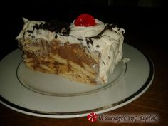 Great recipe for Easy cake with biscuits. A dessert that is extremely tasty and very easy to make. Recipe by alchemist Greek Sweets, Greek Desserts, No Cook Desserts, Sweets Recipes, Greek Recipes, Desert Recipes, Delicious Desserts, Sweets Cake, Cupcake Cakes