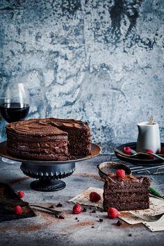 Dark Chocolate Espresso Mud Cake: The most decadent celebration cake for the chocoholic at heart. Dark Chocolate Mousse, Lindt Chocolate, Salted Caramel Chocolate, Chocolate Peanuts, Chocolate Flavors, Melting Chocolate, Chocolate Mud Cake, Chocolate Recipes, 30 Cake