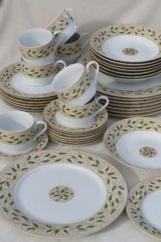 royal holly gibson everyday china christmas dishes set for 8 w holly on tan