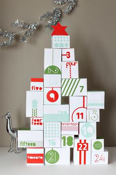 Reversible Advent Calendar DIY Printable - We're big fans of advent calendars in our house - my daughter can't wait to see what surprises are waiting for her.