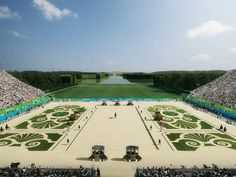 Les jockeys à VersaillesLes chevaux retrouveront leur lettre de noblesse au château de Versailles. « L'Etoile royale, espace herbacé à l'extrémité ouest du Grand canal, pourra accueillir des tribunes d'une contenance de 20.000 spectateurs » a souligné François Lucas,président du Comité régional d'équitation d'Ile-de-France (CREIF).