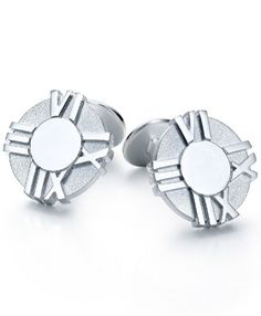 Tiffany and co Cufflinks Atlas This Tiffany Jewelry Product Features: Category:Tiffany And Co Cufflinks Material: Sterling Silver Manufacturer: Tiffany And Co Wearing Tiffany Cufflinks can make a formal shirt become sophisticated, and is a great way for men to show off their glamour.Tiffany Cufflinks are an accessory that men don't often have to deal with.
