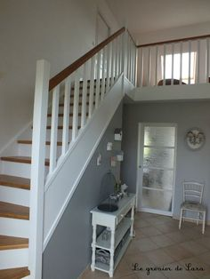 Staircase … – Broc and Patina – Sara's attic - New Deko Sites Wood Staircase, Staircase Design, Home Staging, Hallway Colours, Stairway Decorating, Staircase Makeover, Love Home, Wood Design, Stairways