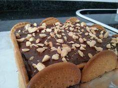Tarta de chocolate sin horno fácil. Ver receta: http://www.mis-recetas.org/recetas/show/80881-tarta-de-chocolate-sin-horno-facil