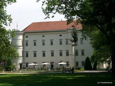 Porcia Palace in Spittal an der Drau, Austria Places Ive Been, Places To Go, Carinthia, Salzburg, Beautiful Places To Visit, Palaces, Austria, Castles, Scotland