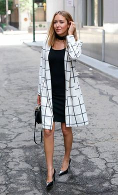 Street style look com vestido preto, choker e maxi casaco. … Street style look with black dress, choker and maxi coat. Fashion Casual, Black Women Fashion, Fashion Outfits, Womens Fashion, Fashion Trends, Classy Fashion, Fashion Clothes, Fashion Boots, Feminine Fashion