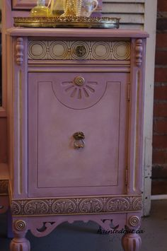 Chalk Paint® by Annie Sloan in color Henrietta