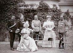 Romanian royal family with Emperor Franz Joseph and the Duke of Saxe-Coburg Princess Alexandra, Princess Elizabeth, Fürstentum Liechtenstein, Maud Of Wales, Romanian Royal Family, Kaiser Franz, Queen Victoria Family, Old Portraits, Heart Of Europe