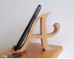 mobile Halter Wood World Wood World mobile Halter mobile Halter Small Wood Projects m Diy Phone Stand, Wood Phone Stand, Wooden Phone Holder, Cell Phone Holder, Woodworking Projects Diy, Woodworking Furniture, Support Mobile, Support Smartphone, Mobile Stand