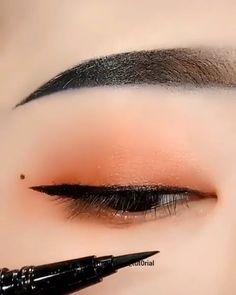 eyeliner styles for big eyes ; eyeliner styles for hooded eyes ; eyeliner styles simple step by step ; eyeliner styles different Korean Makeup Look, Asian Eye Makeup, Makeup Eye Looks, Cute Makeup, Eyebrow Makeup, Makeup Eyes, Asian Makeup Videos, Korean Makeup Ulzzang, Daily Eye Makeup