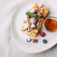 Guten Morgen, Berlin! Was gibt es schöneres als ein ausgedehntes Frühstück mit herrlichen Köstlichkeiten an einem sonnigen Sommertag? Unsere Favoriten und mehr auf www.cremeguides.com . #frühstückinberlin #breakfastinberlin #sonntagsfrühstück #sundaybreakfast #berlin