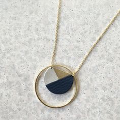 Geometric necklace in golden leather with fine gold - Textile Jewelry, Art Deco Jewelry, Jewelry Design, Polymer Clay Jewelry, Resin Jewelry, Jewelry Crafts, Jewellery, Handmade Leather Jewelry, Geometric Necklace