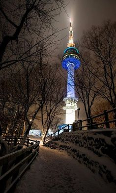 Namsan Tower In Seoul, South Korea by Quek ZongYe Seoul Korea Travel, South Korea Seoul, Asia Travel, Seoul Map, Republik Korea, South Korea Photography, Seoul Photography, Bukchon Hanok Village, Travel Photography
