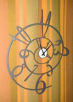 Relojes de Pared George. Decoracion Beltran, tu tienda online de relojes de pared decorativos de diseño moderno. www.complementosdecoracion.com Cool Clocks, Modern Clock, Time Time, Scroll Saw, Wooden Walls, Decoration, Paper Shopping Bag, Wood Crafts, Spiral