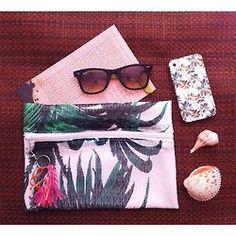 Sunday  (@lapasobienmx) palm print | tropical style | palm leaves
