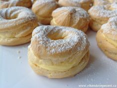 Czech Desserts, My Favorite Food, Favorite Recipes, A Food, Food And Drink, Czech Recipes, Eclairs, Bagel, Doughnut