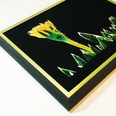 Per questo progetto abbiamo creato una sagoma in #tiglio con finitura in #nero e banda #verde su foglia #oro. Il #tessuto è stato fissato con la #tecnica del #lacing #conservativa e #reversibile .  #cornici #incorniciare #ricamo #fiori #fattoamano #artigianale #colori #design #chiavari #genova #pictureframing #stretch #needlework #color #green #black #flowers #paint #instagood
